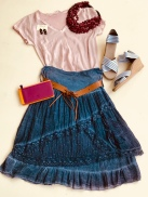 Channel your inner peasant girl with this outfit, perfect for brunch.